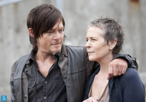 4X1-30-Days-Without-An-Accident-Screensot-Daryl-and-Carol-the-walking-dead-35643998-595-419